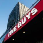 La franquicia americana Five Guys alcanza la media docena de hamburgueserías en Madrid