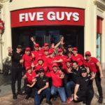 La franquicia Five Guys abre un restaurante de dos plantas en Valencia