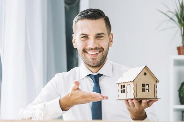 Franquicias inmobiliarias: 8 negocios de autoempleo modernos y consolidados