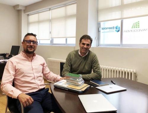 La red de franquicias Esencial Pool llega a un acuerdo de colaboración con Paveconsa